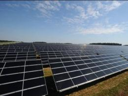 Photo of a field of solar panels